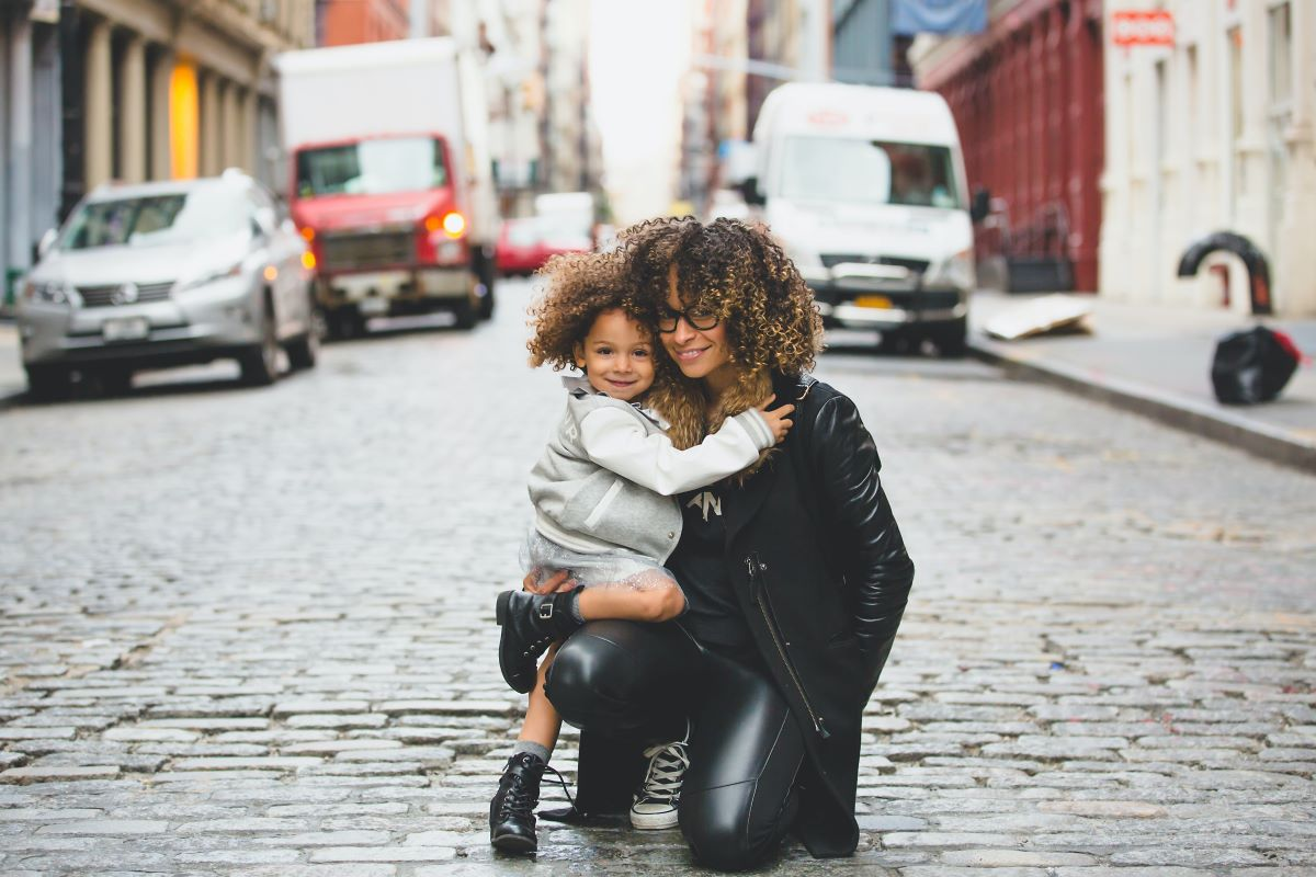 Working as a single parent abroad is possible